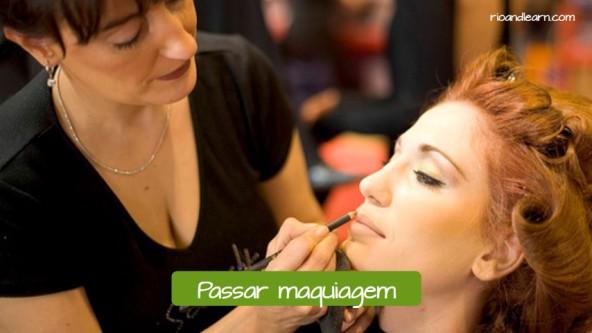 Exemplos em português no salão de beleza: Passar maquiagem.