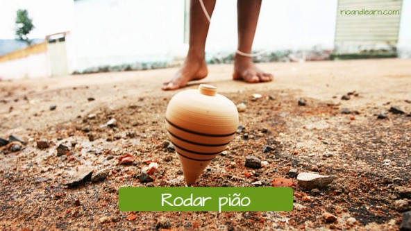 Brincadeiras populares Brasileiras: Rodar pião.