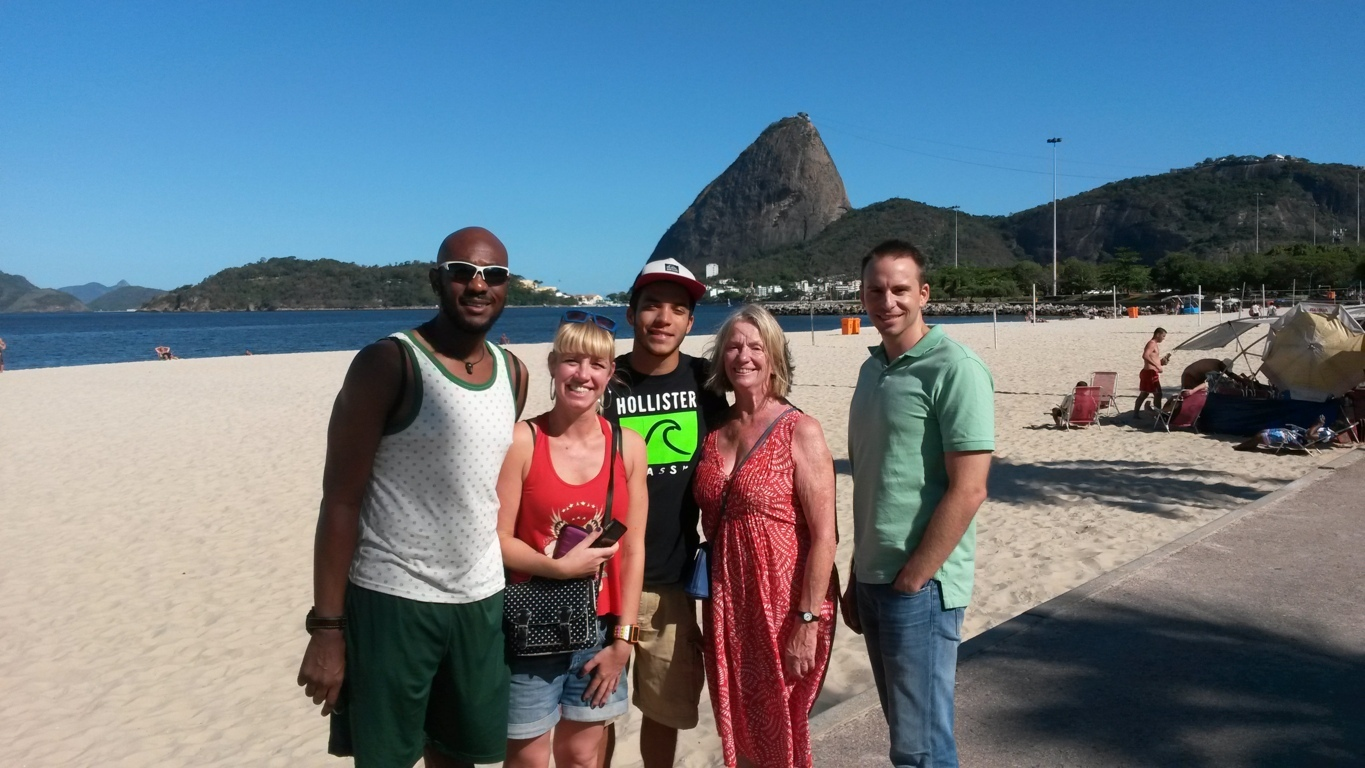 Rio & Learn students in Botafogo beach