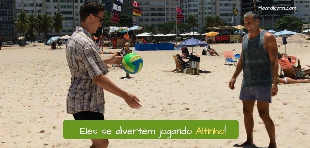 How to be a Carioca. Eles se divertem jogando Altinho!