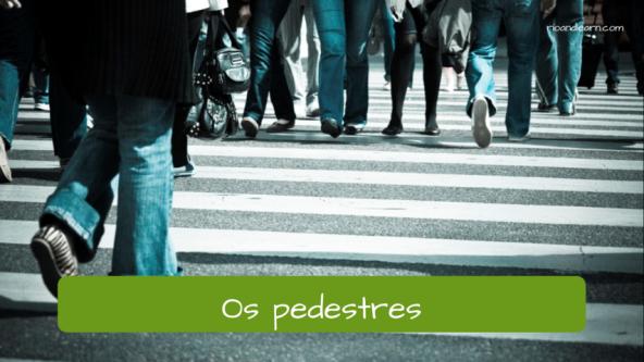 Street Vocabulary in Portuguese. The pedestrians: Os pedestres.