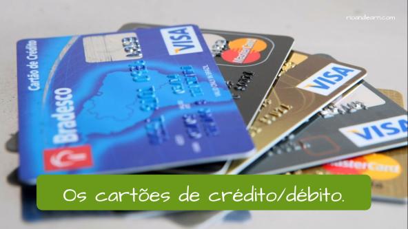 The credit cards or the debit cards: Os cartões de crédito ou os cartões de débito.