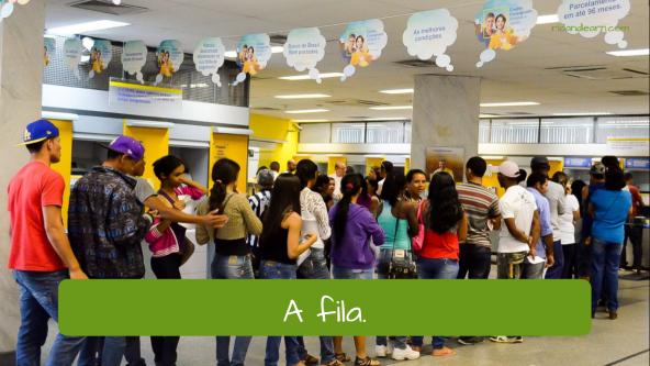 Atendimento de banco no Brasil. The line/queue: A fila.