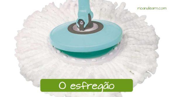 Materiais de limpeza em português: O esfregão.