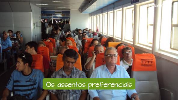 The preferencial seats: Assentos preferenciais em um barco.