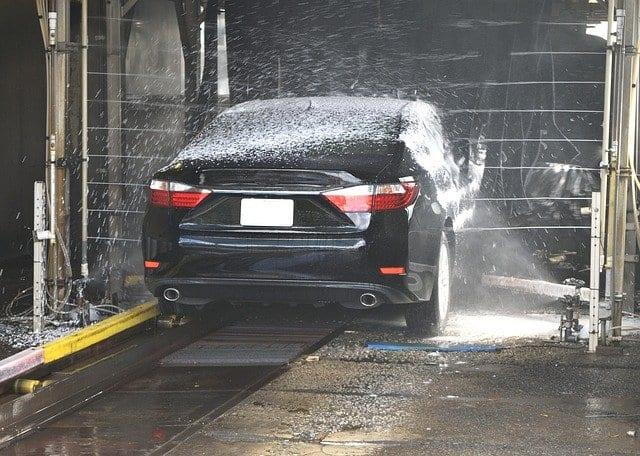 Vocabulário sobre o posto de gasolina em Português: A ducha.