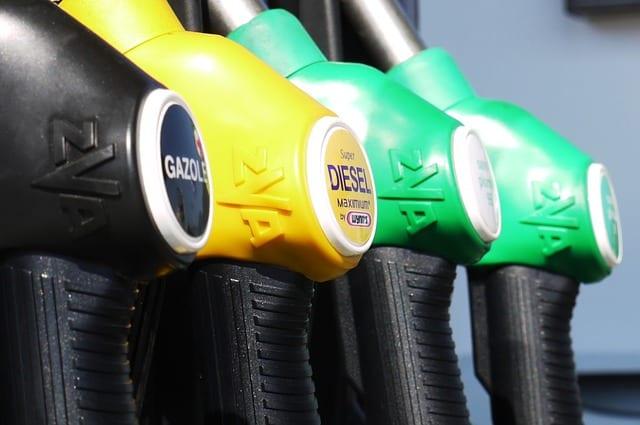 Vocabular about gas station in Portuguese: Gasoline: a gasolina. Diesel: diesel.