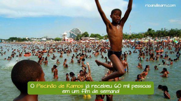 Ramos beach in Rio de Janeiro. O Piscinão de Ramos já recebeu 60 mil pessoas em um fim de semana!