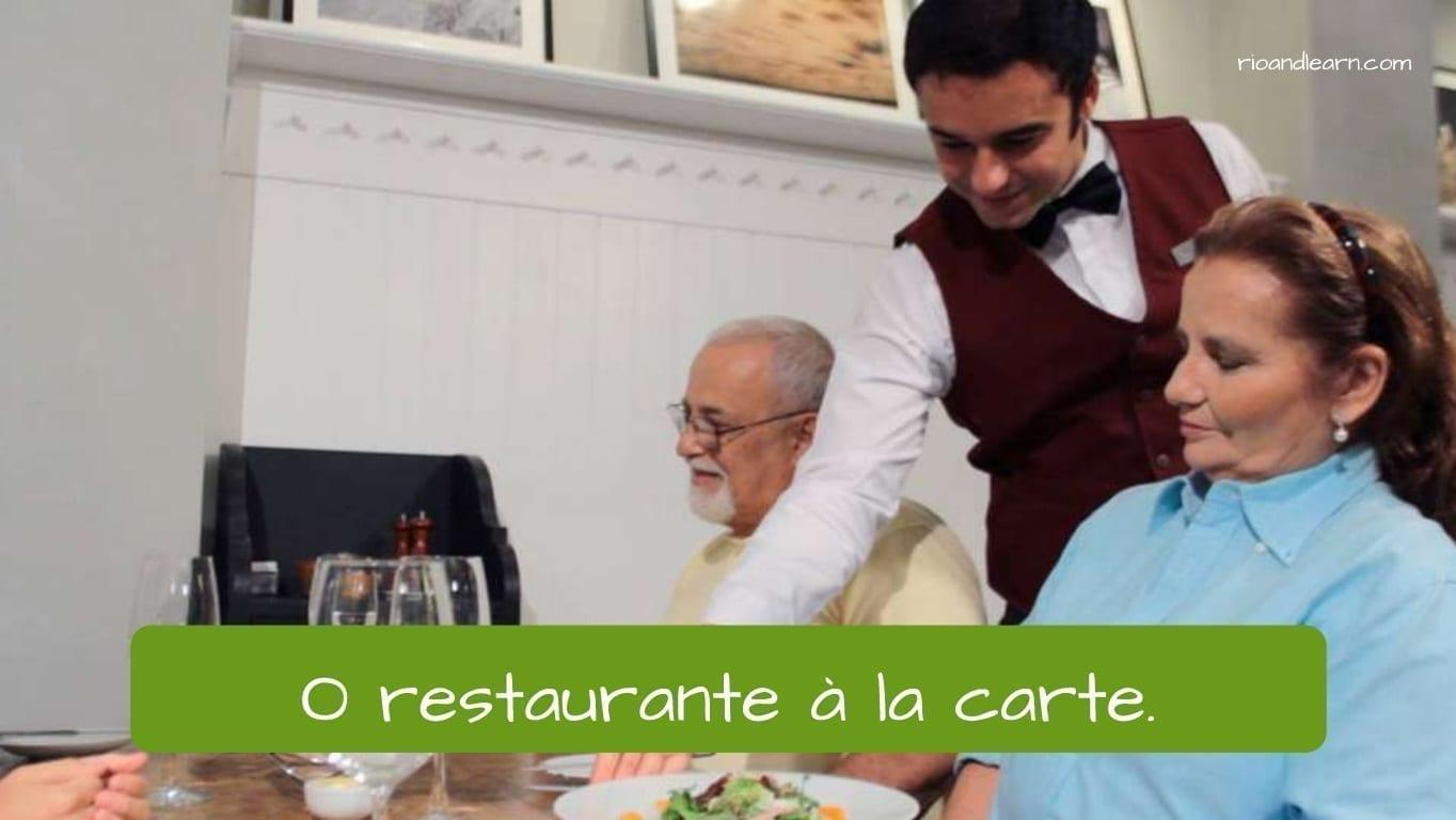 O restaurante à la carte em Português