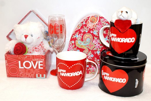 Gifts to celebrate Valentine's day in Brazil.