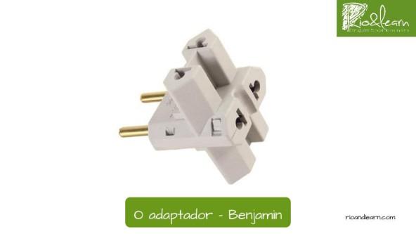 Adaptador eléctrico en portugués: Benjamin.
