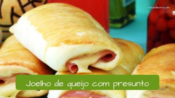Different kinds of snacks in Brazil: Joelho de queijo com presunto.