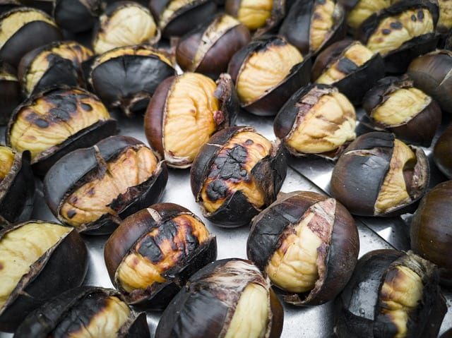 Exemplo de comida da ceia de natal no Brasil: as castanhas cozidas.