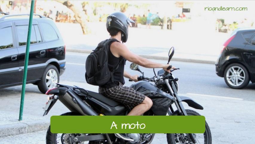 Medios de transporte en portugués: A Moto (Traducción: la moto).
