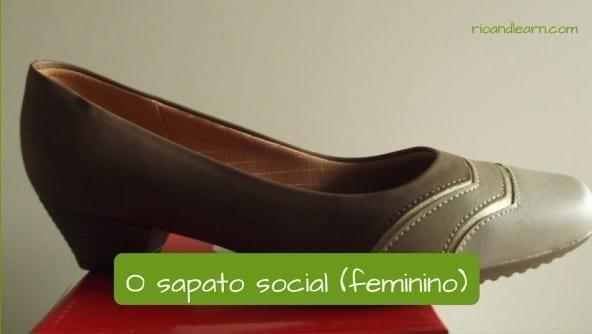 Tipos de calçados em português: O sapato social (feminino)
