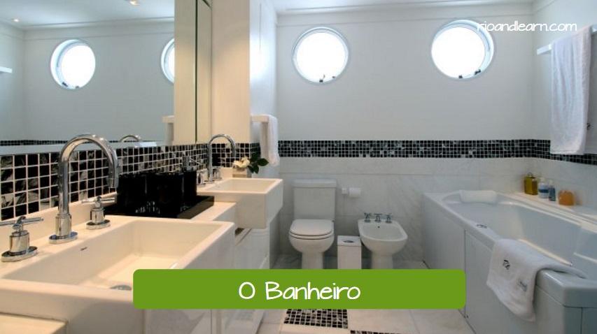 O Banheiro. The bathroom. Banheiro branco com duas janela, pastilhas nas paredes, duas pias e banheira.