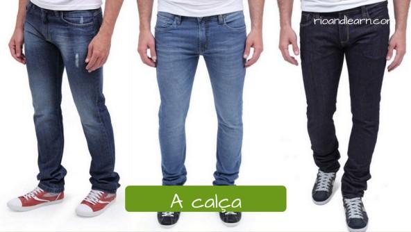 Men's Clothing in Portuguese. A calça: jeans pants. Calça jeans masculina azul clara, preta ou azul escura com detalhes mais claros e desfiada.