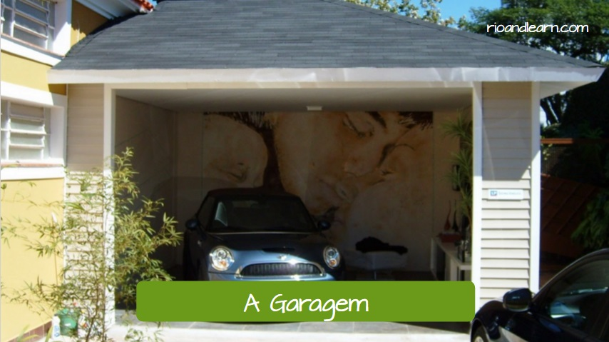 Parts of the House in Portuguese. A garagem. The garage. Pequena garagem com telhado de asfalto.