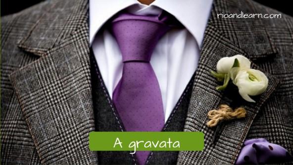 Acessórios para homens: A gravata. Gravata roxa com detalhes de pequenos pontos super elegante.