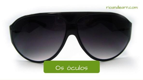 Nomes de Acessórios em Português: Os óculos. Óculos escuros de aro fechado.
