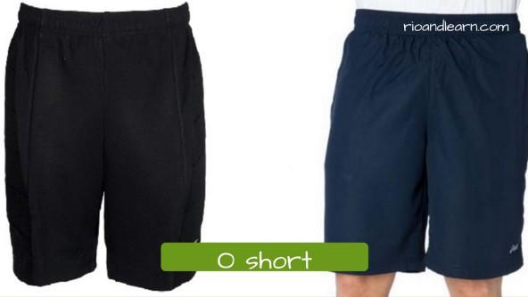 O short: shorts. Short de poliéster preto ou azul geralmente usado para correr ou ir a academia.