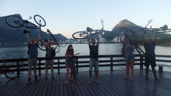 Students having fun at Lagoa.