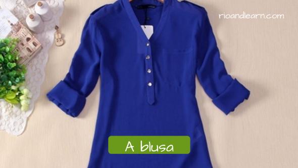 Women's clothing in portuguese. The blouse: A blusa. Blusa feminina azul marinho com decote de botões e manga 3/4.