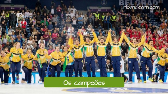 Os campeões. Brazilian female volleyball team celebrating the victory.