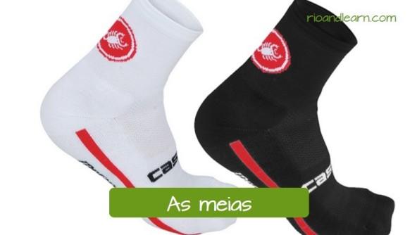 Ropas de ciclismo en portugués. Los calcetines: As meias. Calcetines de ciclismo de color negro y blanco.