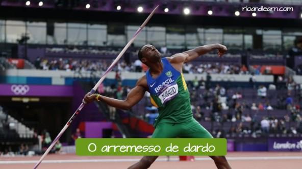 Pruebas de atletismo de lanzamiento en portugués. El lanzamiento de javalina: O arremesso de dardo.