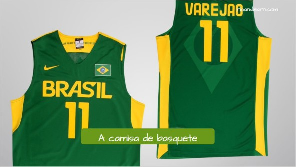 Uniforme de baloncesto en portugués. La camiseta de baloncesto: a camisa de basquete.