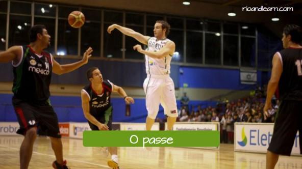 Movimientos de baloncesto en portugués. El pase: O passe.
