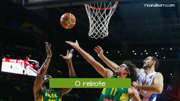 El rebote de baloncesto en portugués: o rebote.