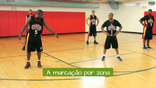 Tipos de defensa de baloncesto en portugués. La defensa en zona: a marcação por zona.