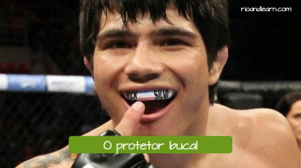 Boxing protection equipment in Portuguese. O protetor bucal: The mouthguard.
