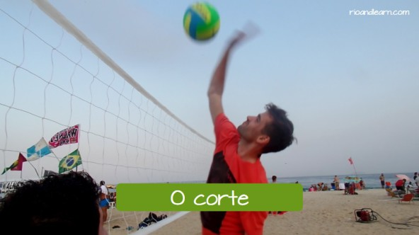 Examples of beach volleyball moves in Portuguese. The spike: O corte.