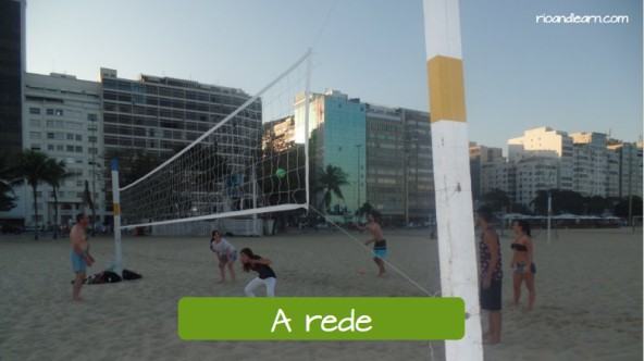 Examples of beach volleyball vocabulary in Portuguese for foreigners. The net: A rede de vôlei.