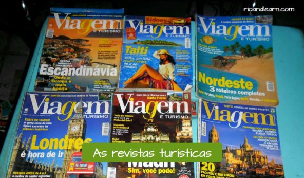 Important items for a trip. Touristic magazines in Portuguese: As revistas turísticas.