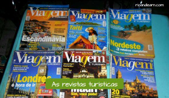 Itens importantes para uma viagem: As revistas turísticas.