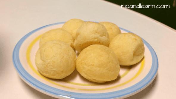 Brazilian Pão de Queijo. O Pão de Queijo Brasileiro