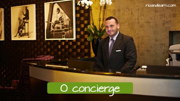 El conserje en portugués: O concierge.
