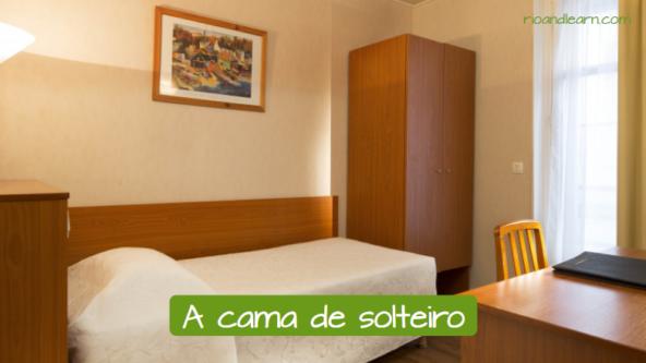 La cama individual en portugués: A cama de solteiro.