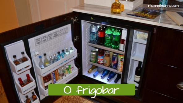 Minibar en portugués: O frigobar.