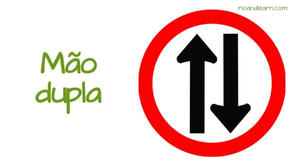 Exemplos de placas de Trânsito no Brasil: Mão dupla.