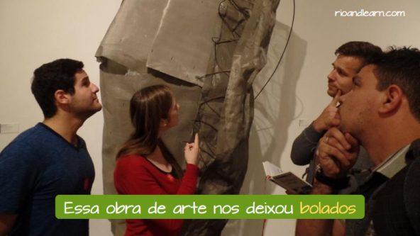 Ejemplo de que significa Bolado en Portugués: Essa obra de arte nos deixou bolados.