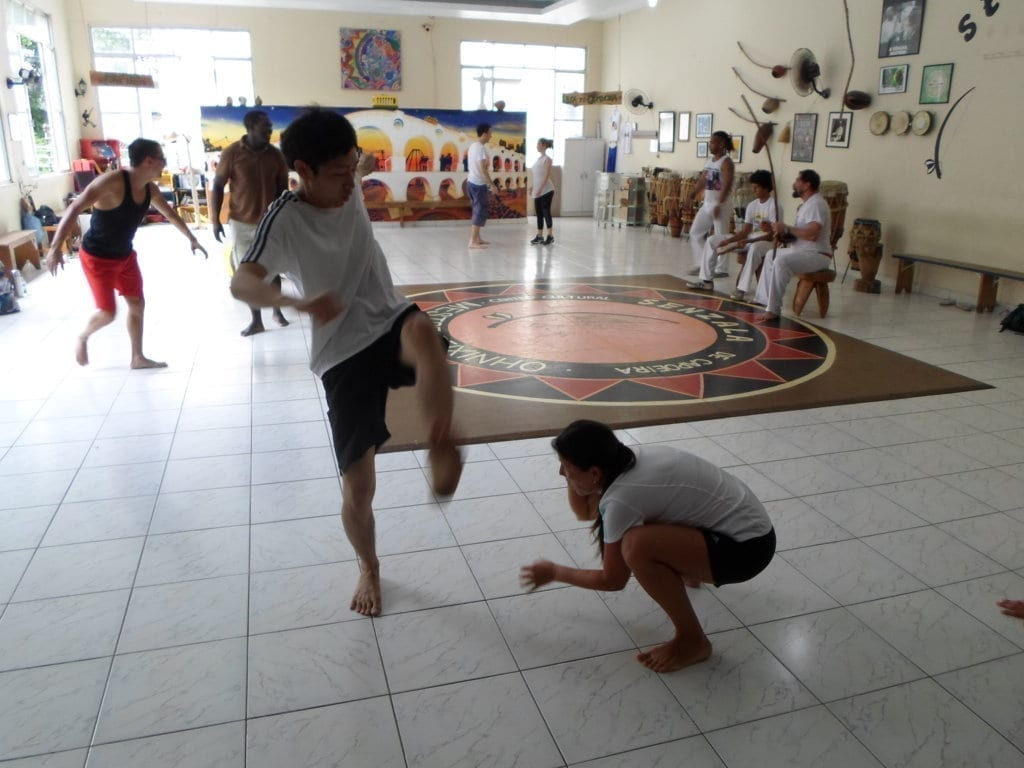Jogando Capoeira no Leme, Rio de Janeiro.
