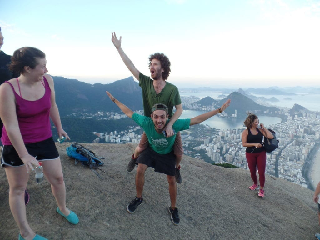 Diversión en el Morro Dos Hermanos de Río de Janeiro.