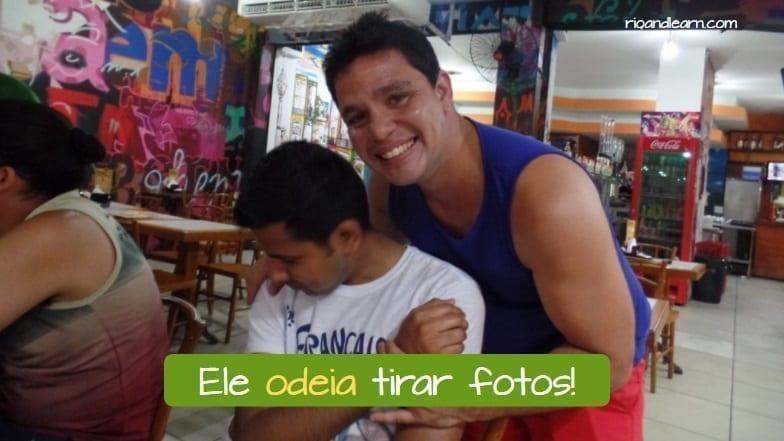 Conjugação do Verbo Odiar em Português. Ele odeia tirar fotos!