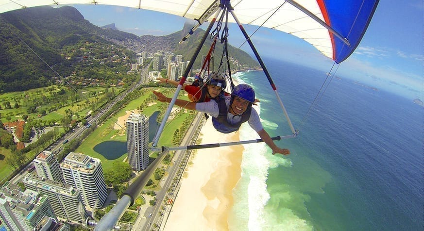 We had an amazing and radical friday flying by Asa delta through the sky of Rio de Janeiro.