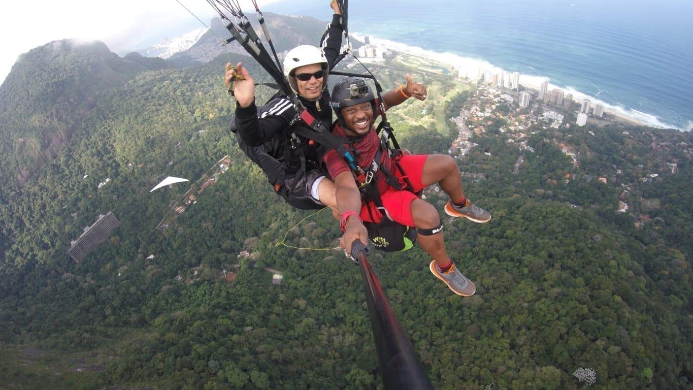 Ala Delta en Río de Janeiro. Nuestro estudiante Kenneth volando por encima de la ciudad.